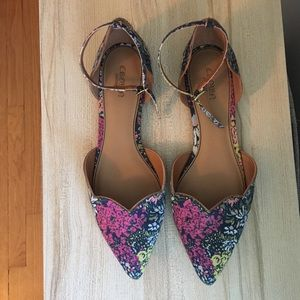 NWOT / Floral Scallop Flats with Strap